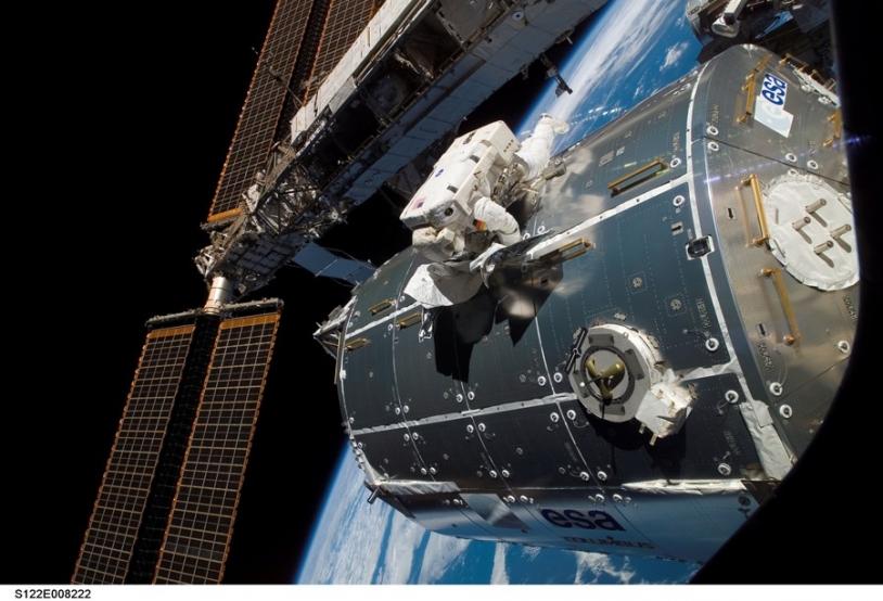 Raccordement de Columbus à l'ISS lundi 11 février. Crédits : NASA.